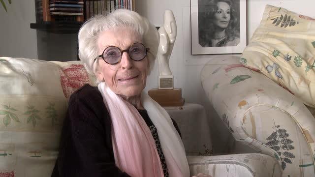Janine Sutto (8)